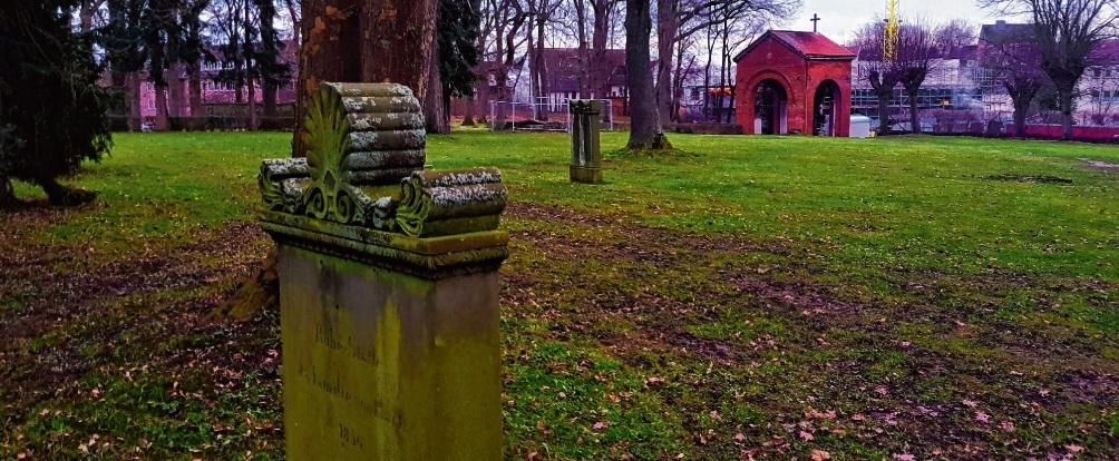Historisches Kleinod, dass noch nicht wie ein Kleinod aussieht: Der alte Friedhof.NIe