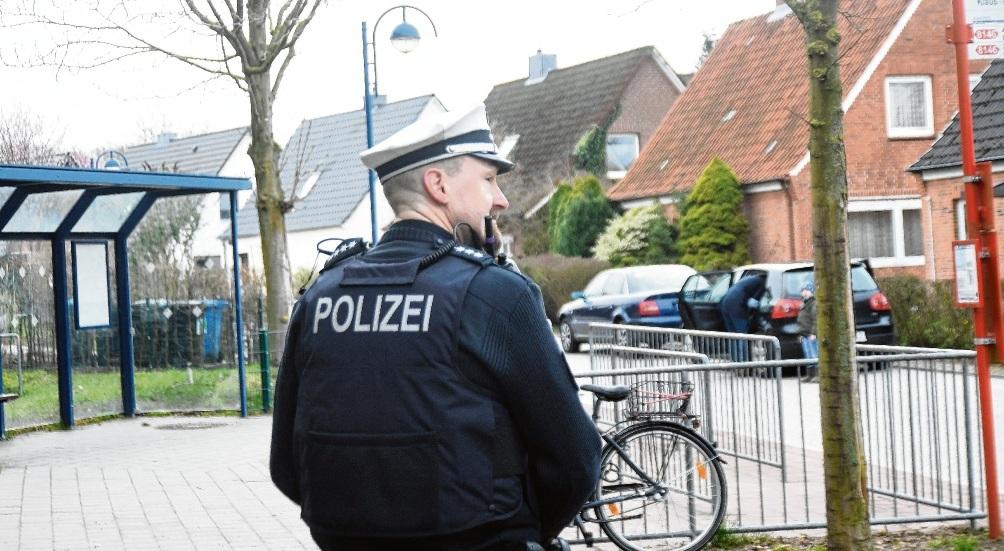 Polizeikontrolle  an der Klaus-Groth-Schule.nie