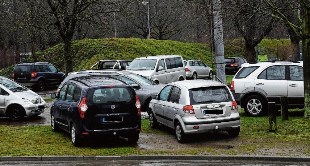 """Parkchaos am Rande des Kreisbauerntags: Egoismus im Stil von """"Ich parke wo ich will – Hauptsache ich habe einen Platz.""""Nie"""