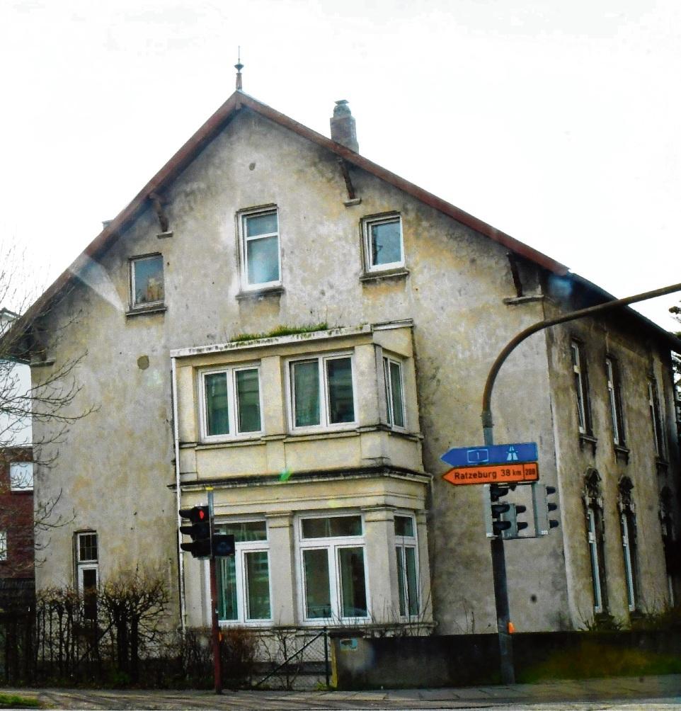 Um dieses Gebäude geht es. Es steht an der Kreuzung Berliner Ring/Lübecker Straße.niemeier
