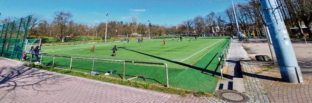 Schlechte Idee:   Private Fußballtreffen könnten für eine Sperrung des Kunstrasens sorgen.