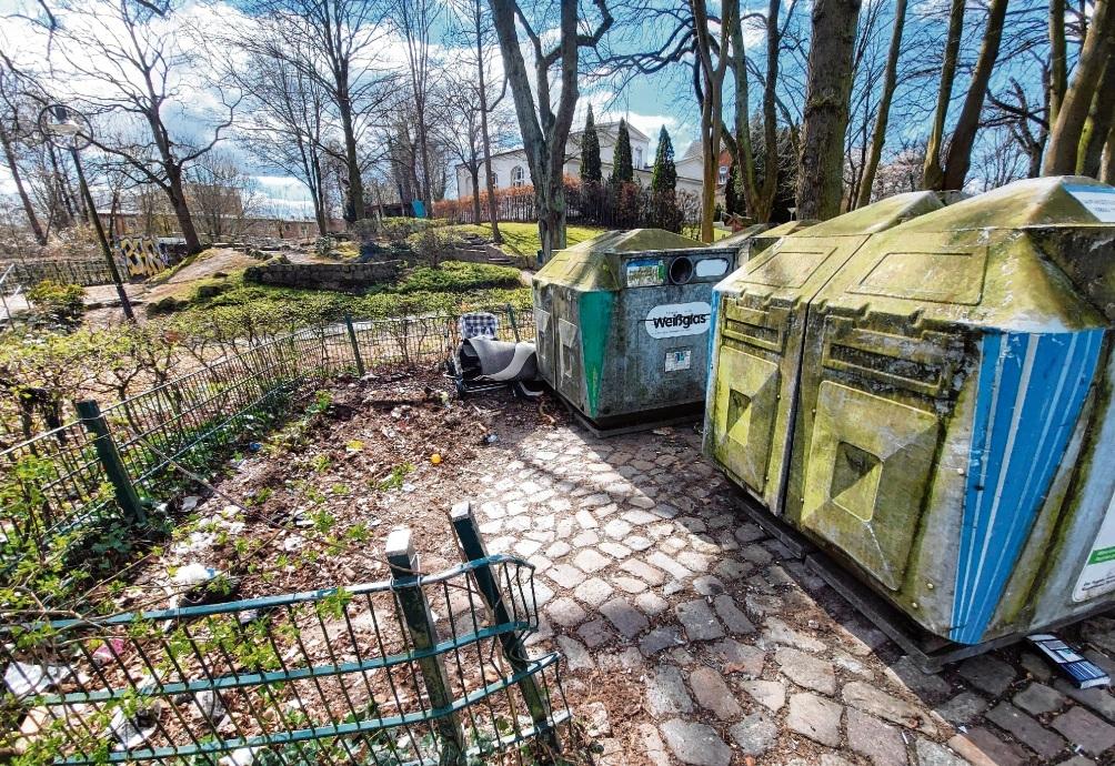 Stehen nicht mehr:  Altkleidercontainer am Bürgerpark.Nie