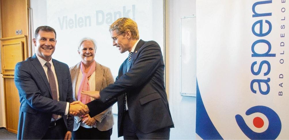 Besuch des Ministerpräsidenten im Herbst 2019: Dirk Rasenack (l). und Andrea Bretschneider von Aspen mit Daniel Günther. Damals wurden die geplanten Investitionen und Erweiterungen bereits angekündigt.Nie