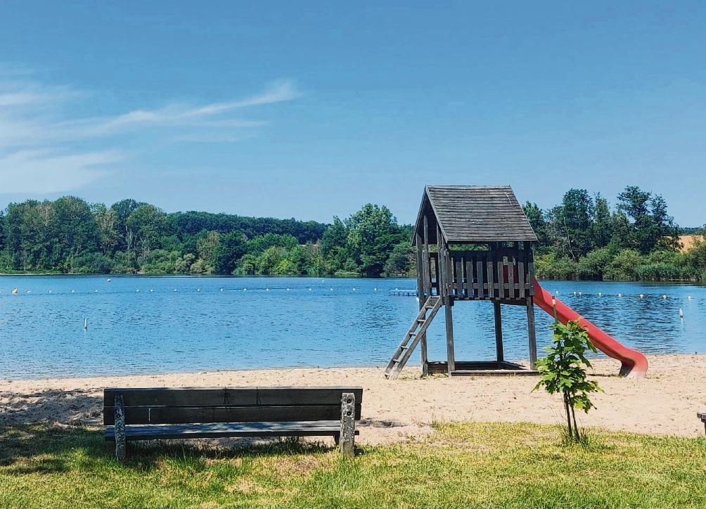 Wer übernimmt hier im nächsten Jahr die Verantwortung und Leitung: Der Strand des Natur-Freibads Poggensee.  Nie