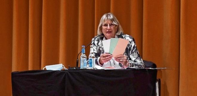 Hildegard Pontow erklärte das neue Abstimmsystem. Nie