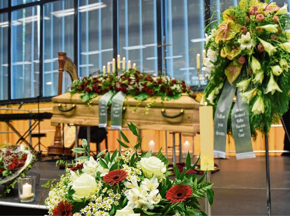 Würdiger Abschied in einem großen Rahmen: Die Stormarnhalle wurde zum Trauersaal. Nie