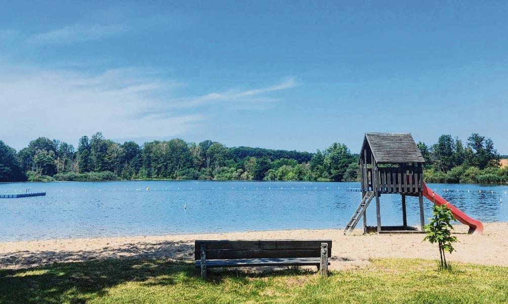 Wie geht es hier weiter? Wird das Freibad geschlossen, gesperrt, zum unbewachten Strand oder können auch 2021 Gäste wieder unter Bademeisteraufsicht ins kühle Nass ?  Nie