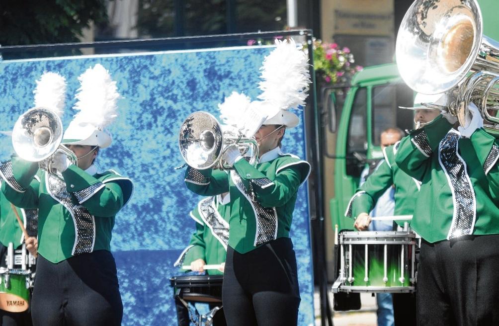 Auftritt von Stormarn Magic vor der Corona-Pandemie auf dem Oldesloer Marktplatz. Nie