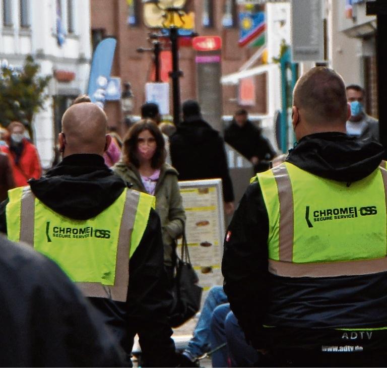 Der eingesetzte Sicherheitsdienst in der Bad Oldesloer Fußgängerzone Niemeier