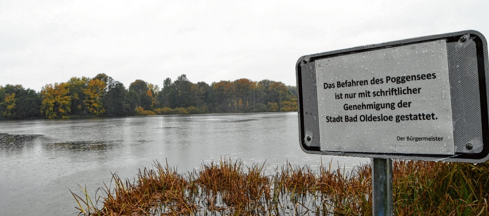 Die Stadt hat ein Schild mit einem entsprechenden Hinweis am Poggensee installiert.  Niemeier
