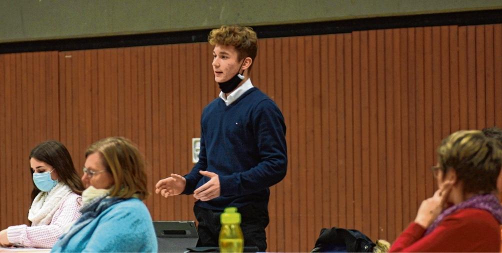 Lennard Hamelberg, Vorsitzender des Kinder- und Jugendbeirats Bad Oldesloe, stellte die Projekte vor. Finn fischer