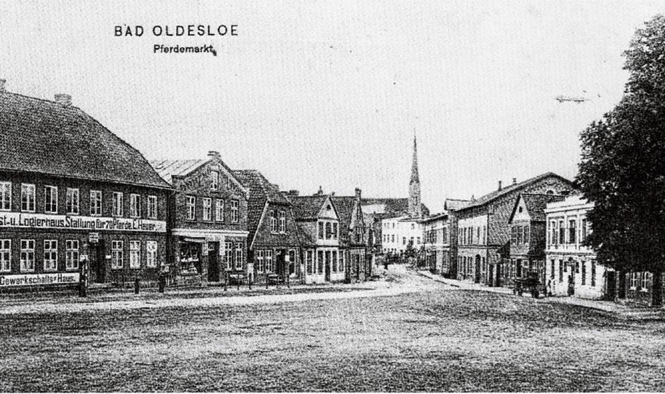 Der historische Pferdemarkt mit dem Gast- und Logierhaus Heuer. st