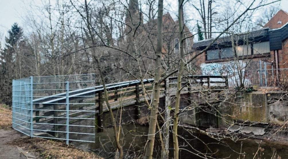 Die Brücke über die Beste wurde jetzt gesperrt – und wird auch nicht wieder geöffnet. Patrick Niemeier