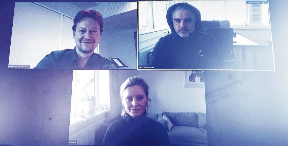Digital: Marian Henze (o.l.) und Yvonne Dombrowski stellen Tageblatt-Mitarbeiter Patrick Niemeier ihr neues Konzept vor. Niemeier
