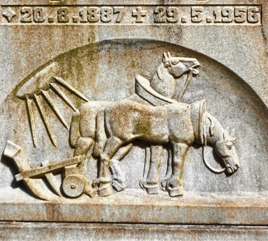 Der verlassene Pflug ist Symbol für den Tod des Bauern.  Friedhofsverwaltung