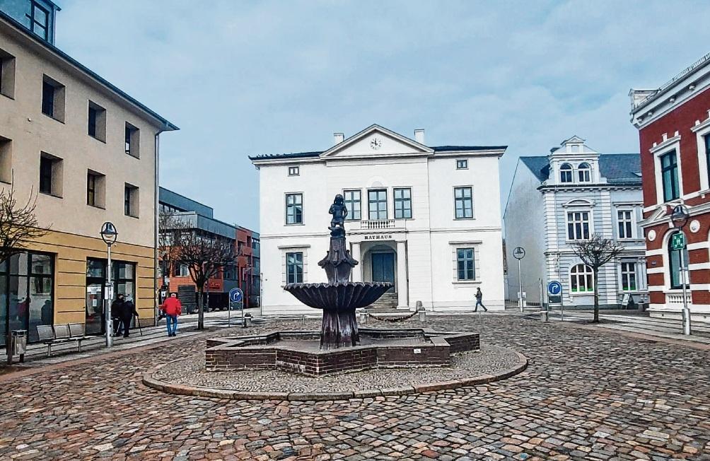 Ein Umbau des Bad Oldesloer Markplatzes steht schon länger auch wegen des Untergrunds zur Diskussion.  patrick Niemeier