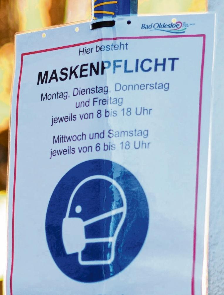 Ein Maskenpflichtplakat in der Bad Oldesloer Innenstadt.  Patrick Niemeier