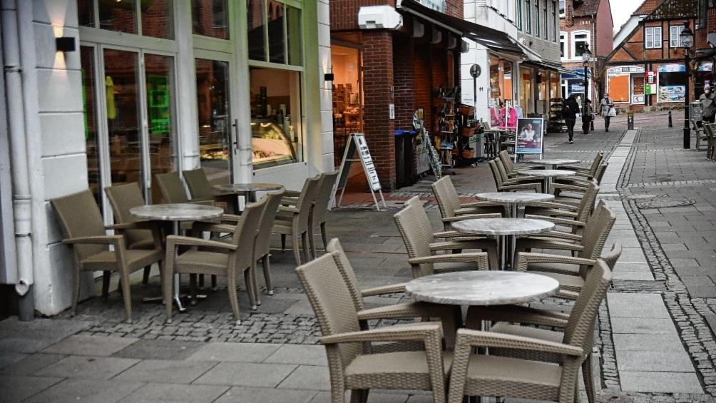 Die Außengastronomie bereitet sich auch in Stormarn auf Öffnungsschritte vor. Eisdielen und Bäckereien wollen die Möglichkeiten nutzen, Restaurants sind skeptischer.  Patrick Niemeier