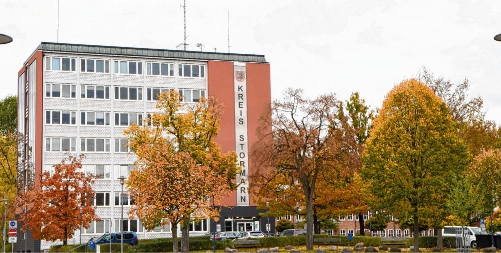 Die Stormarner Kreisverwaltung in Bad Oldesloe musste bisher 286 Todesfälle im Zusammenhang mit Corona vermelden.  Patrick Niemeier