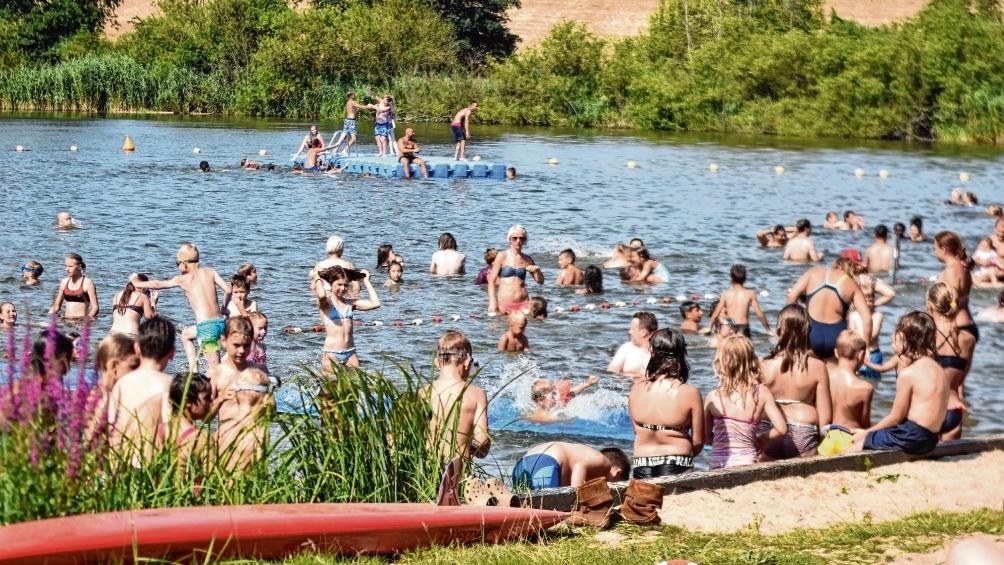 Das gut besuchte Freibad Poggensee an einem Sommertag.  Patrick Niemeier