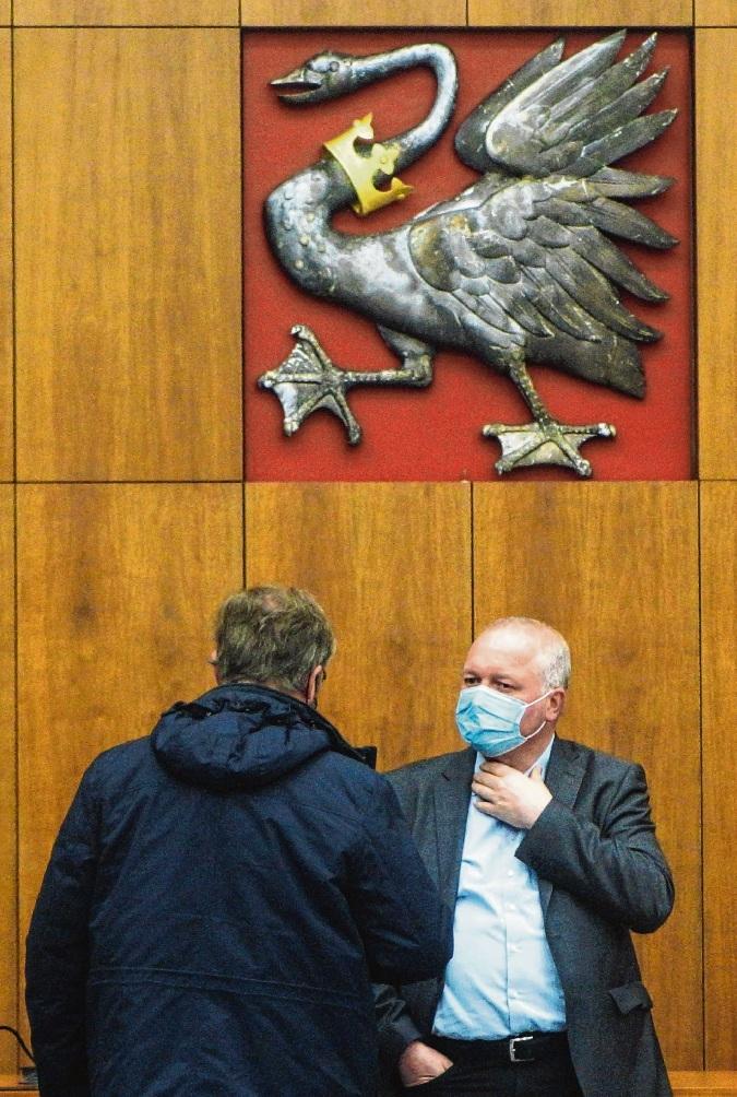 Landrat Dr. Henning Görtz und die Verwaltung beobachten das Geschehen genau.  Finn Fischer