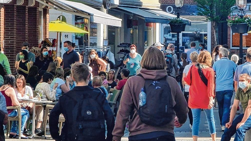 Die Besucherfrequenz in der Bad Oldesloer Innenstadt ist mittlerweile so hoch wie vor der Pandemie.  Patrick Niemeier
