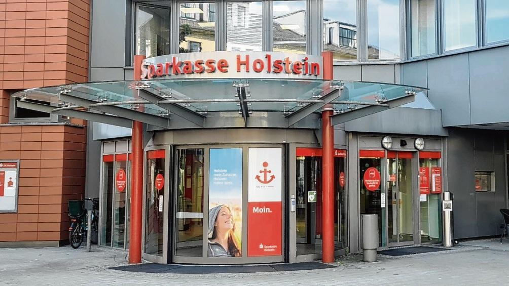 Eingang der Sparkasse Holstein in Bad Oldesloe.  Patrick Niemeier