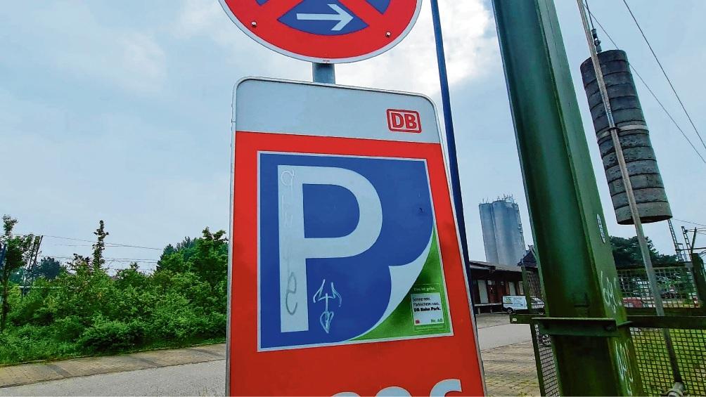 In einem Teilbereich des Bahnhofs-Parkplatzes werden schon länger Gebühren erhoben. Gelten diese bald im gesamten Park & Ride-Parkbereich?  Patrick Niemeier