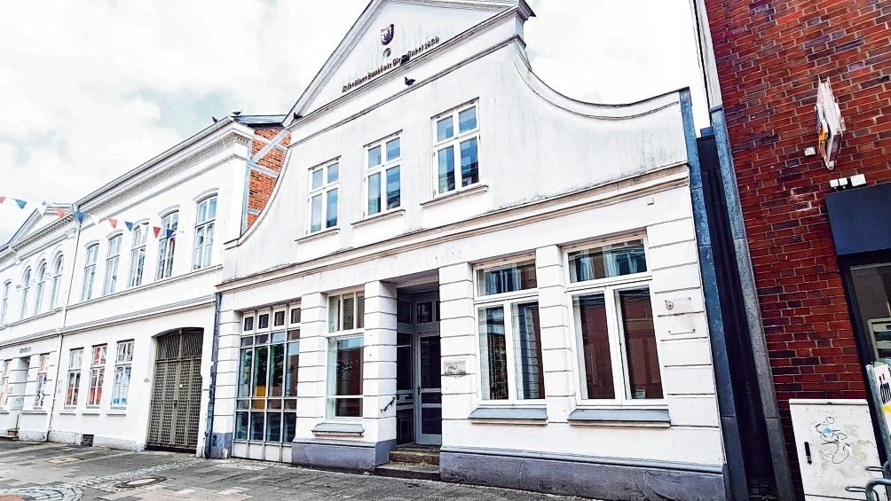 Die Immobilie in der Mühlenstraße 21 direkt neben dem Bürgerhaus gehört seit über einem Jahr der Stadt, die hier eigentlich kurzfristig Büros einrichten wollte.  Patrick Niemeier