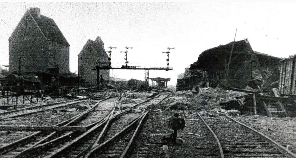 Der Bad Oldesloer Bahnhof kurz nach dem Bombenangriff am 24. April 1945.  Stadtarchiv Bad Oldesloe