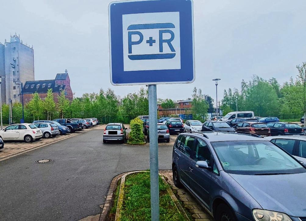 Park&Ride-Parkplatz am Bad Oldesloer Bahnhof: Hier soll – wenn es nach der FBO geht – keine Parkgebührenpflicht eingeführt werden.  Patrick Niemeier