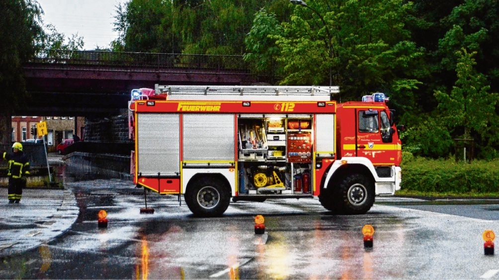 Feuerwehreinsatz am 8. Juli 2014 am überschwemmten Tunnel am Pölitzer Weg.  Patrick Niemeier