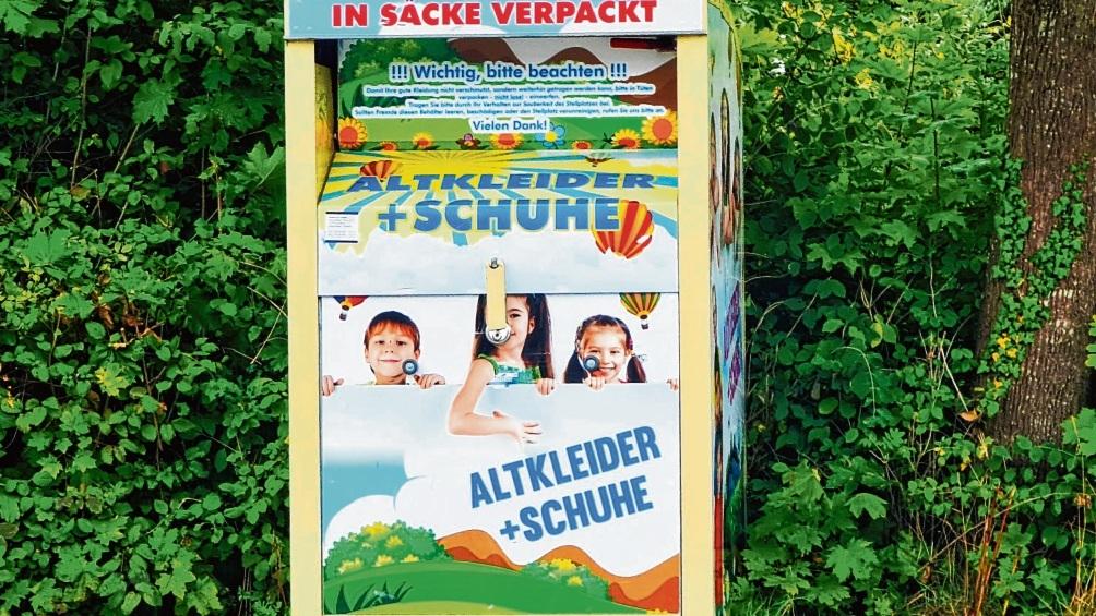 Noch immer findet man eigentlich verbotene Altkleider-Container in Bad Oldesloe.  Patrick Niemeier
