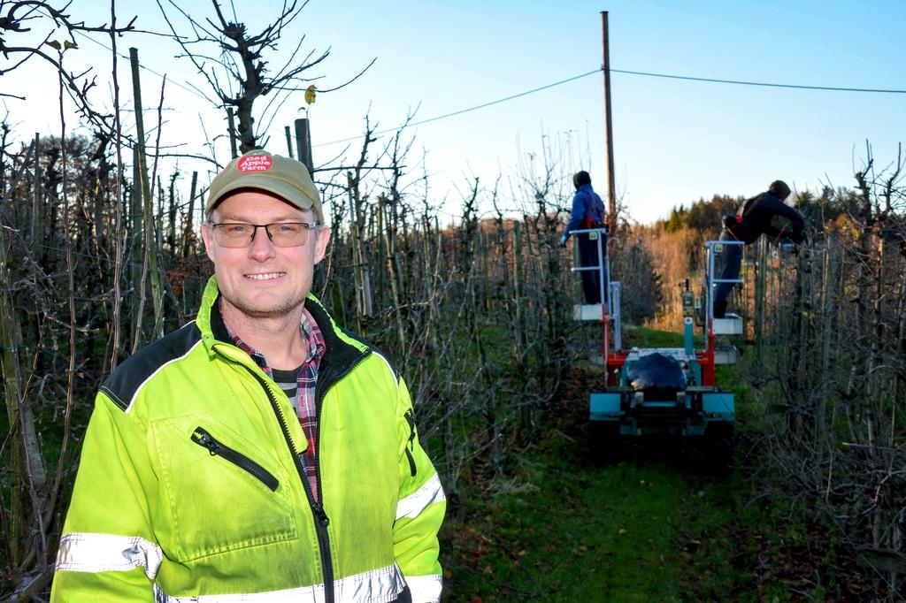 EN AV FIRE: Jarl Olav Rugtveit er Norges største fruktbonde. Nå er han en av fire kandidater til å vinne en million kroner.