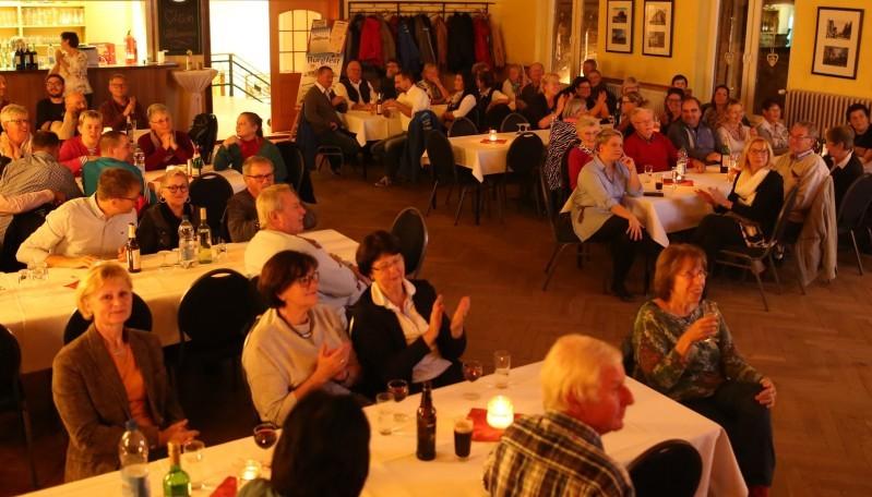 Rund 80 ehrenamtliche Helfer wurden zum Dankeschönabend in den Saal der Ratsstuben von Kalbe eingeladen. Fotos: Malte Schmidt