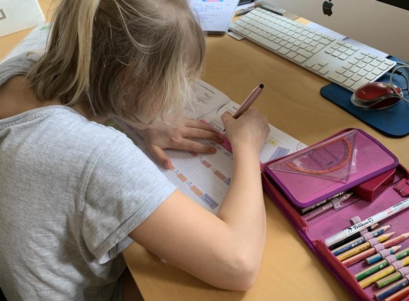 Seit mehr als drei Wochen sind Magdeburgs Schulen geschlossen, die Kinder müssen zu Hause lernen und von der Schule aufgegebene Arbeiten erledigen.Foto: Ivar Lüthe