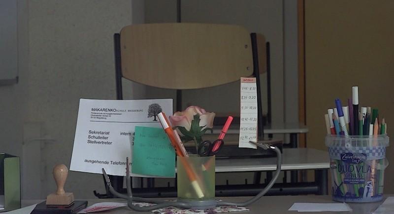 """Die Stühle in der Makarenkoschule bleiben leer. Die Schule bleibt wegen des Coronavirus geschlossen. Dasselbe gilt für die Gemeinschaftsschule """"Johann Wolfgang von Goethe"""". Foto: Matthias Strauß"""