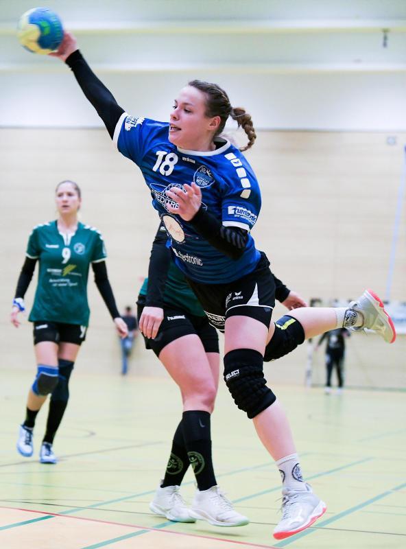 Eine der stärksten Spielerinnen der SG ETSV Ruhrtal: Kathrin Lünemann (am Ball) erzielte gegen Halden-Herbeck drei Treffer.                                              <b>Svenja Hanusch</b>