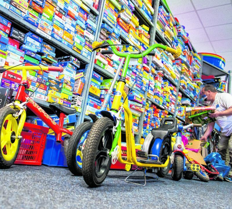 Diese gebrauchten Spielsachen werden an arme Familien verschenkt.