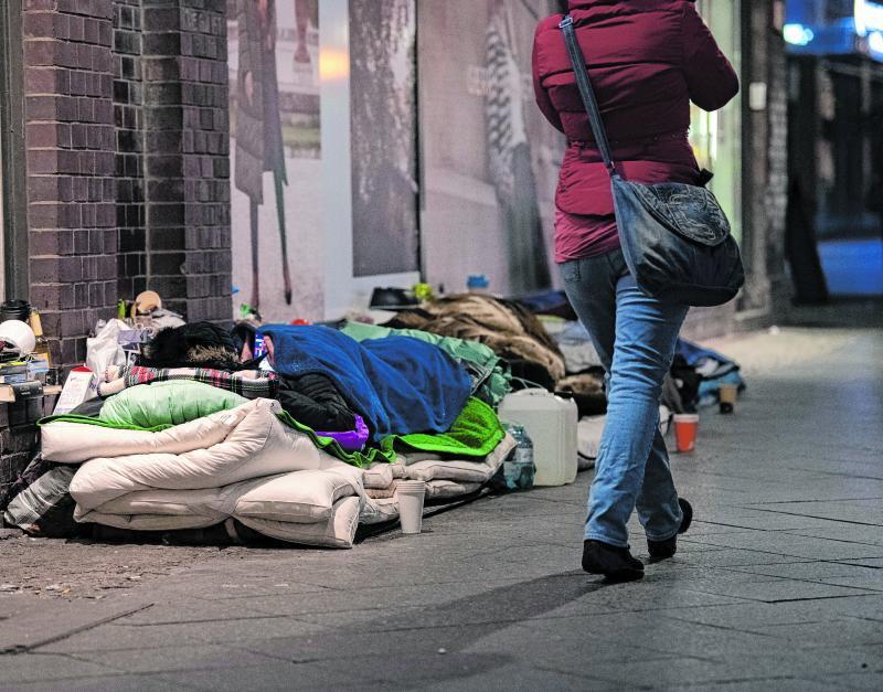 Auch jetzt im Winter leben viele Menschen auf der Straße. In den Unterkünften für Obdachlose können wegen der Corona-Pandemie auch viel weniger Menschen aufgenommen werden, als sonst.