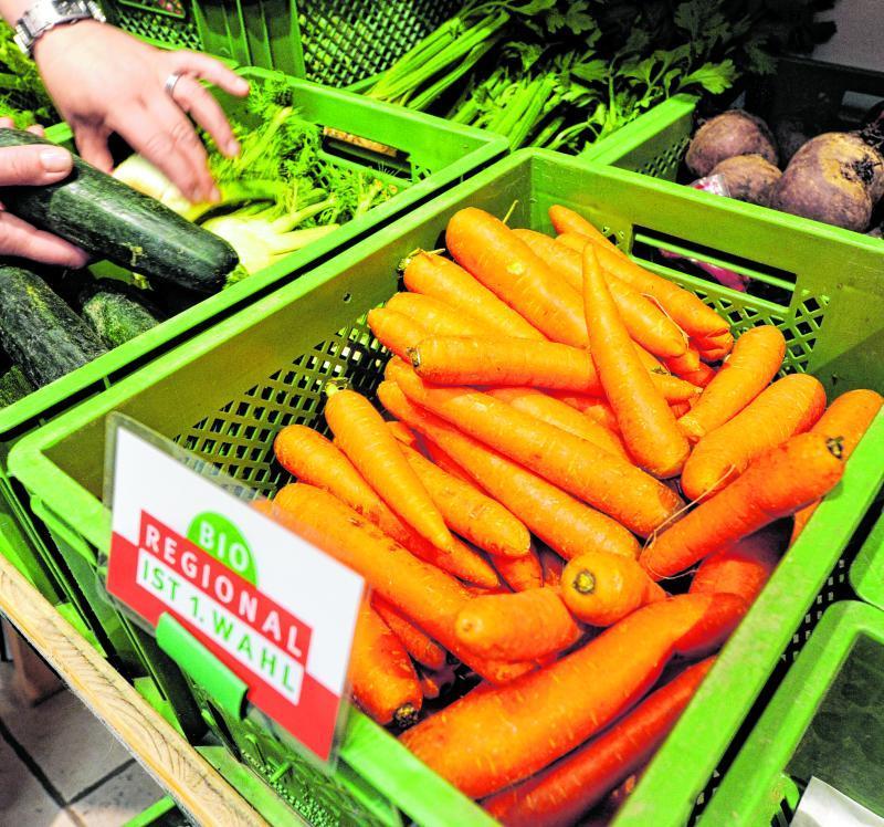 Wer am liebsten Obst und Gemüse aus der Region kaufen möchte, hat dazu in einem Hofladen Gelegenheit. Dort werden häufig gesunde Produkte mit Bio-Qualität aus der Gegend angeboten.