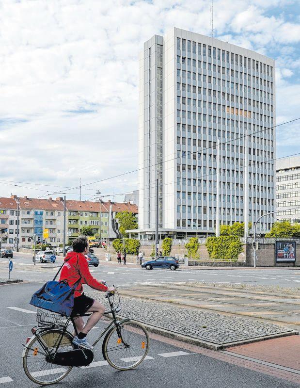 Das ehemalige Bundeswehrhochhaus an der Falkenstraße.