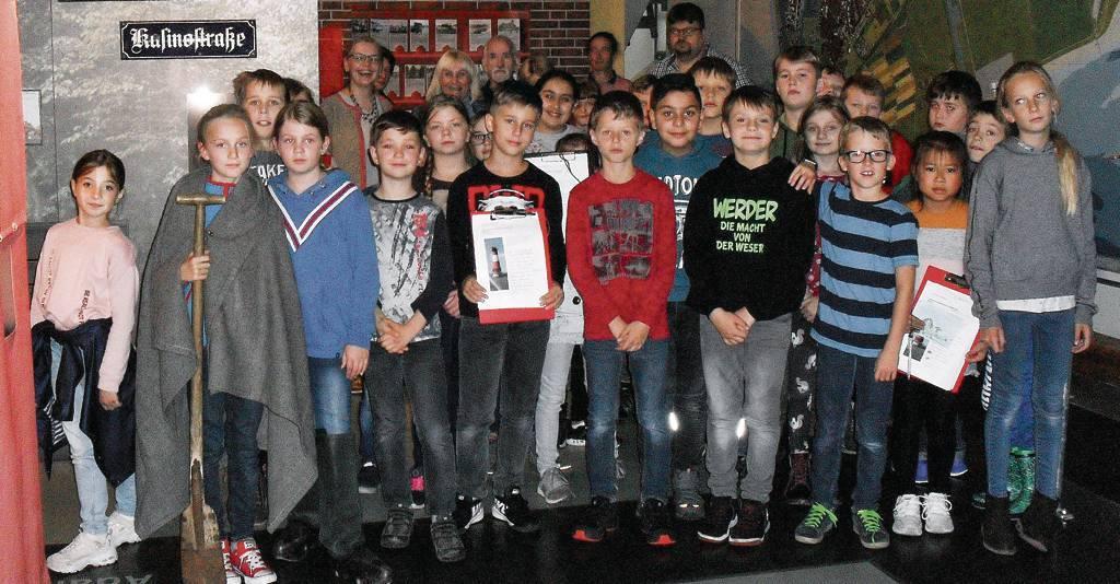 Auch Viertklässler der Katholischen Grundschule St. Martin nutzten das Angebot.FOTO: Heidenreich/P