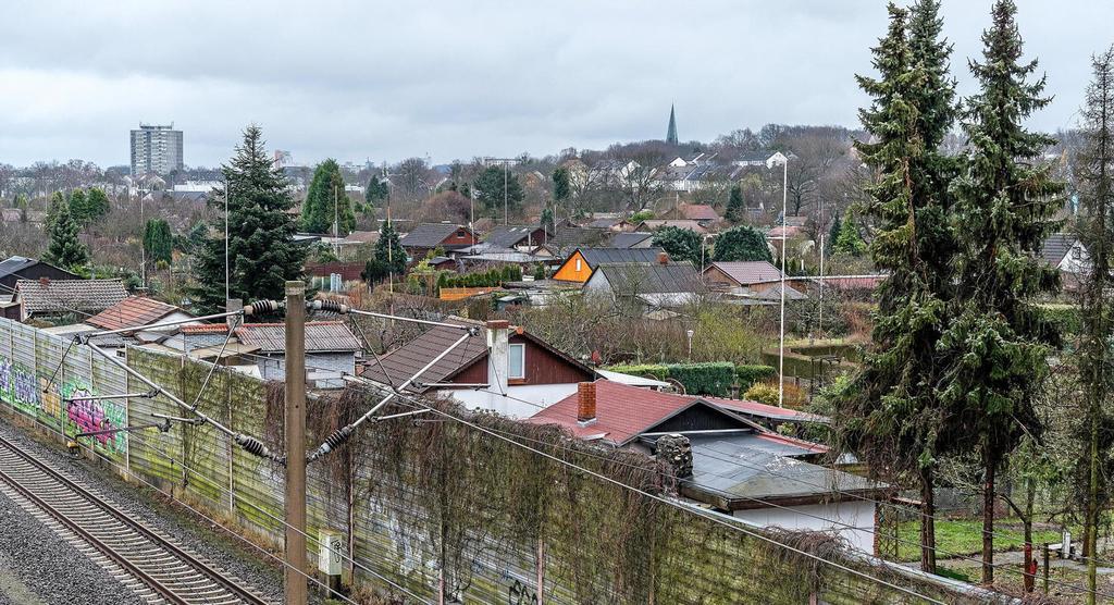 Zwischen Bahntrasse und Heinrich-Nordhoff-Straße befinden sich viele Kleingärten. Die Gärtner fragen sich, wie lange noch.                                              <b>Helge Landmann</b>                                              rs24