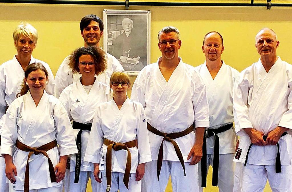 Der neue Shotokan-Vorstand nach der Versammlung (v.l.): Anke Springorum, Joana Kroll, Denise Bülbring, Klaus Riedel, Christina Schneider, Ulrich Terlau, Armin Gudat und  Harald Weissflog.                                              <b>Verein</b>                                              WP