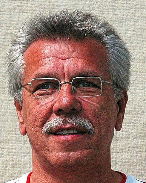 Karl-Heinz Paukstadt, Trainer TG Voerde.                                             <b>Pickel,Peter</b>