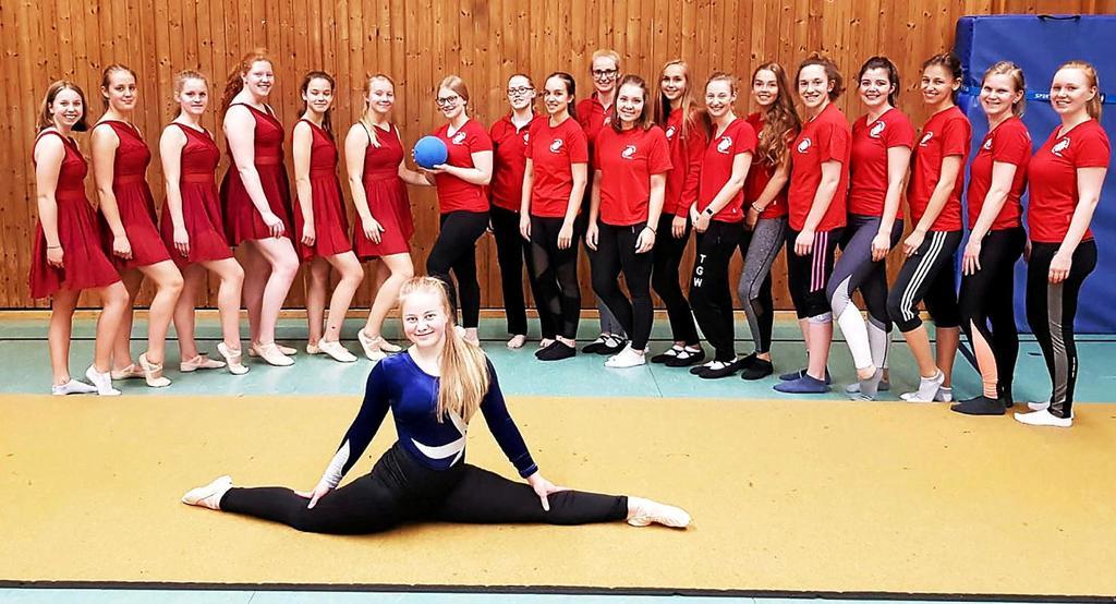 Das sind die beiden Mannschaften der TG Voerde um Trainerin Anke Althoetmar-Rümenapf beim Landesturnfest in Hamm.                                              <b>Verein / Natalie Körber</b>