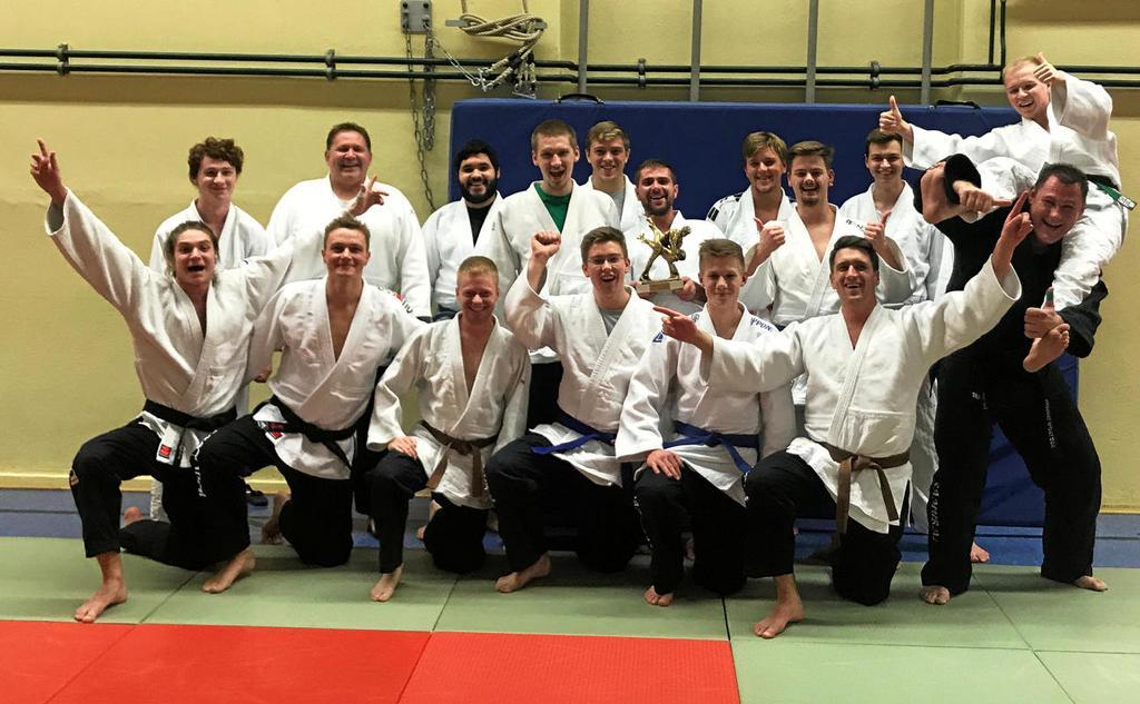 Nach drei Jahren Bezirksliga feiern die Kämpfer des JC Samurai Schwelm-Ennepetal den Aufstieg in die Landesliga.                                              <b>Verein</b>